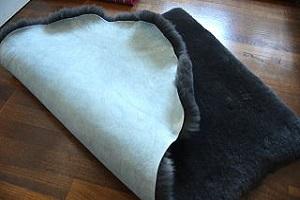 ムートンフリース短毛ダークグレー系濃い黒色に近いグレー系の画像