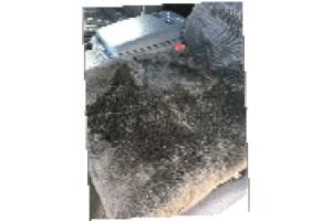 ダークグレームートンクッション50x50cmダークグレー裏地無しの1枚皮高級仕上げの画像