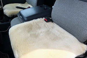 ムートンカーシート車用クッション座布団 50x50サンドベージュ系の画像