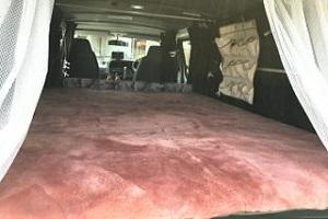 アウトドア・車中泊マット車用ムートンラグ1の画像