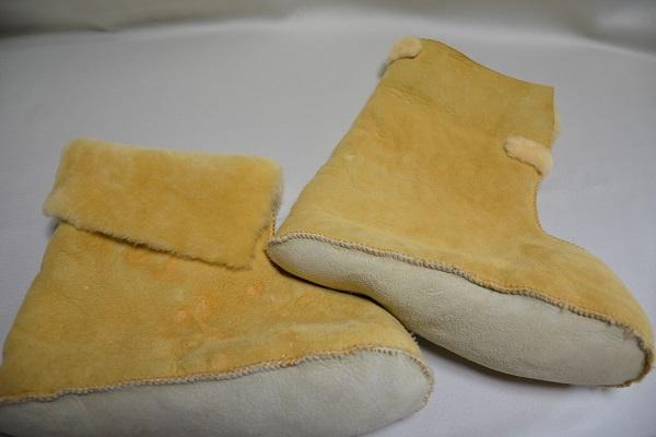 ムートン室内履きロングベージュ系の写真